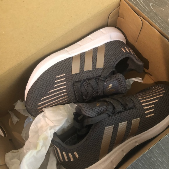 78f1923aec6d Adidas kids girls shoes size 8 grey and rose gold
